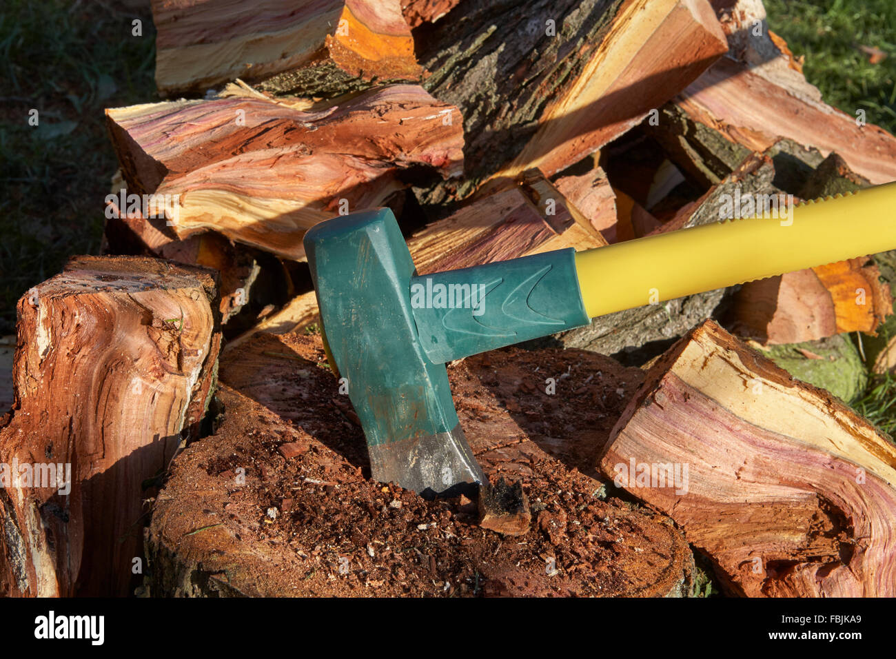 how to cut wood with an axe