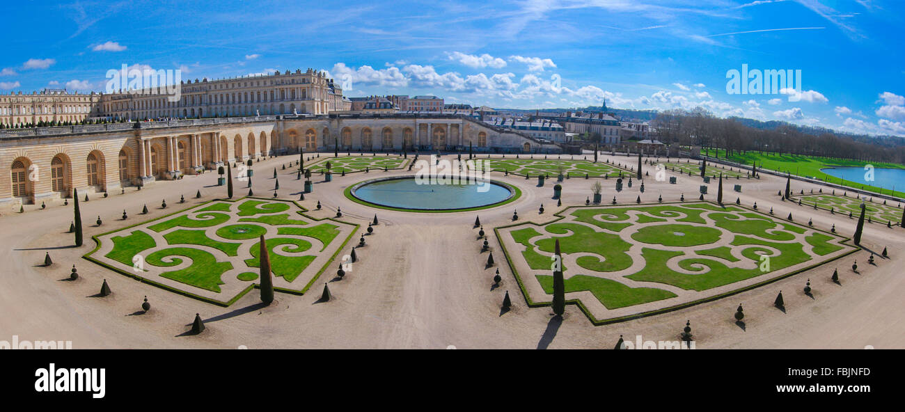 Garden area and ornamental pond, Palace of Versailles, Versailles, France, April 2015 - Stock Image
