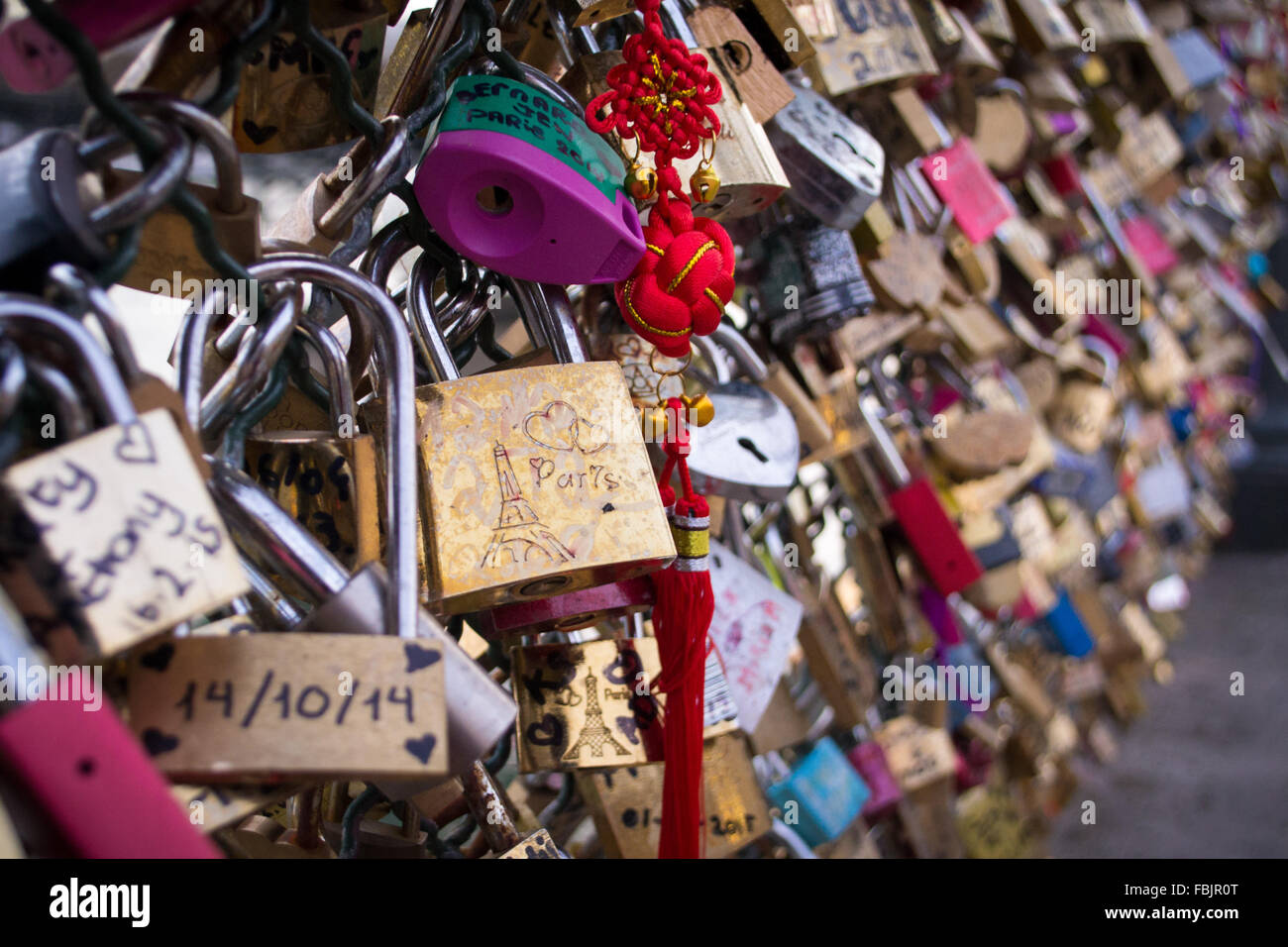 A wall of Paris love locks on the Pont des Arts. - Stock Image