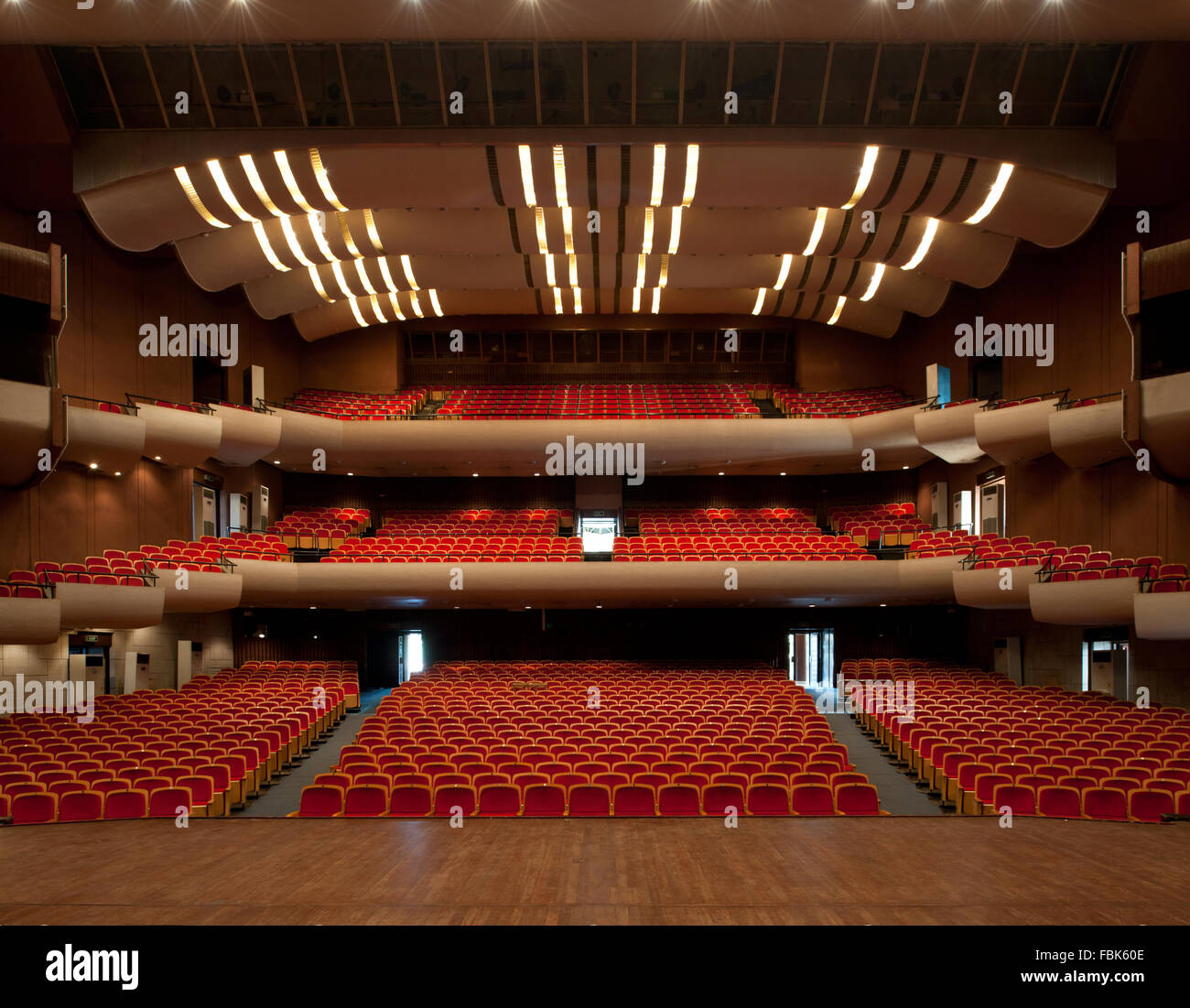 Interiors of the three tier 1492-seater main hall at the National Theater. Accra, Ghana - Stock Image