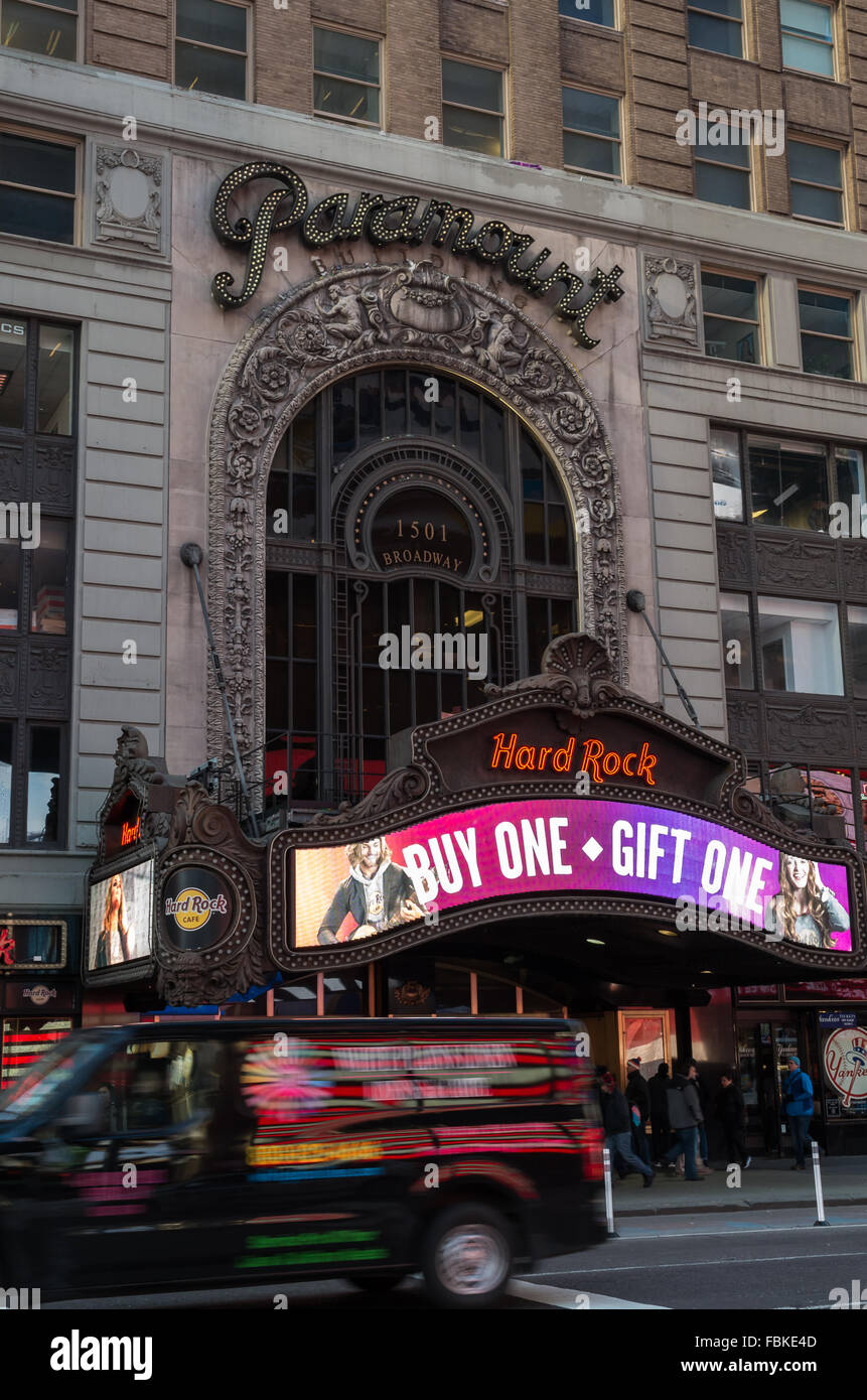 The Paramount Building at 1501 Broadway in Times Square used to house the Paramount Theater, now Hard Rock Cafe - Stock Image
