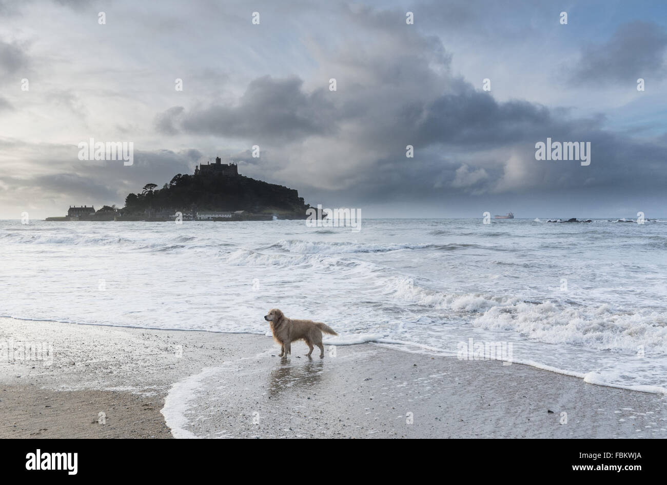 Marazion, Cornwall, UK. 18th January 2016. UK Weather. Mild with sunny intervals over Mounts Bay Cornwall. The area Stock Photo