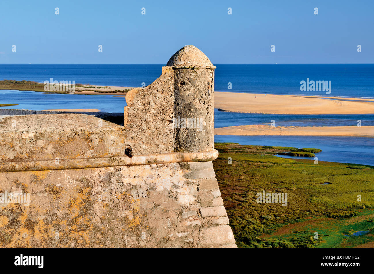 Portugal: Detail of the fortress in Cacela Velha with ocean view to Ria Formosa - Stock Image