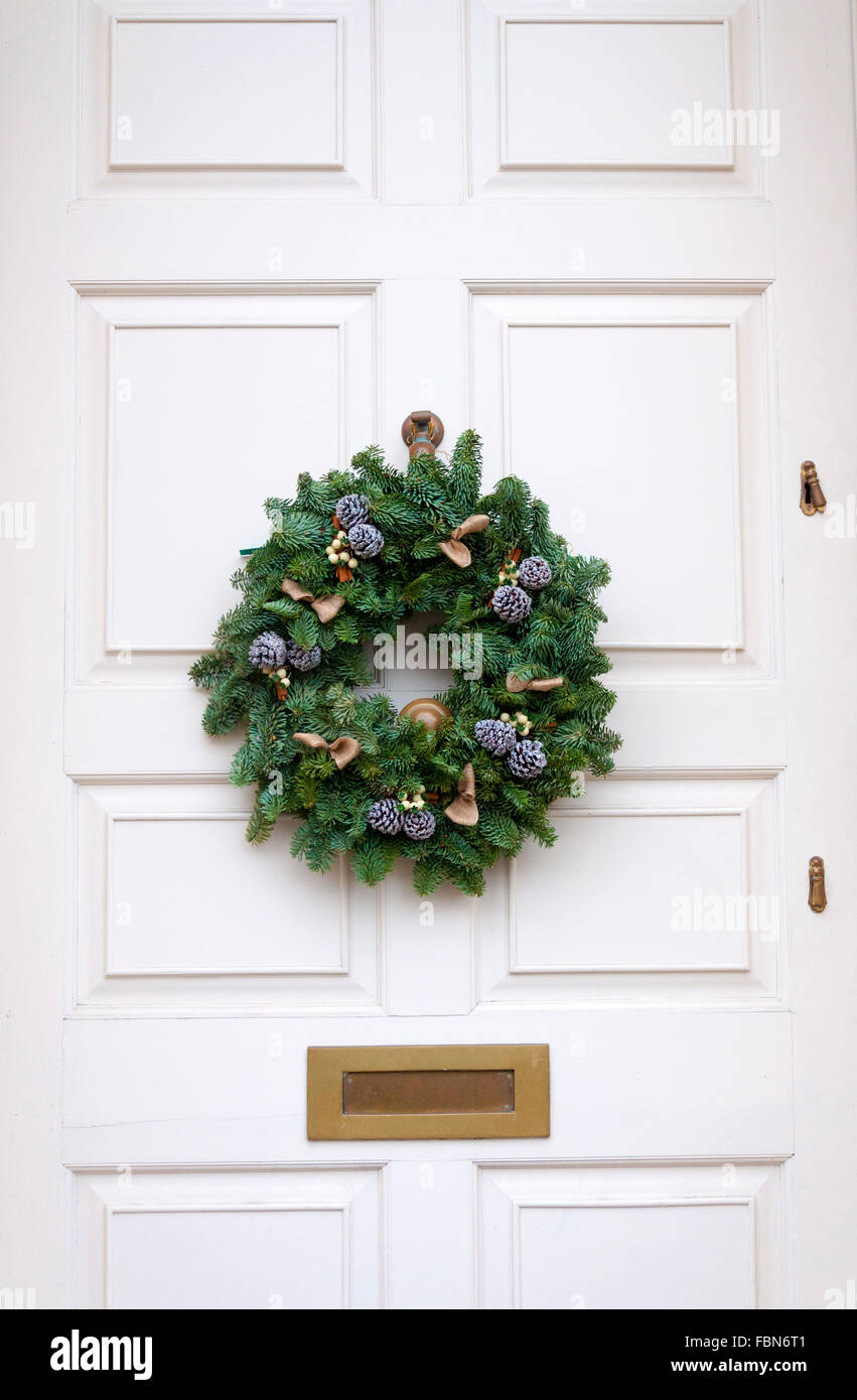 Making Christmas Wreaths Stock Photos & Making Christmas Wreaths ...