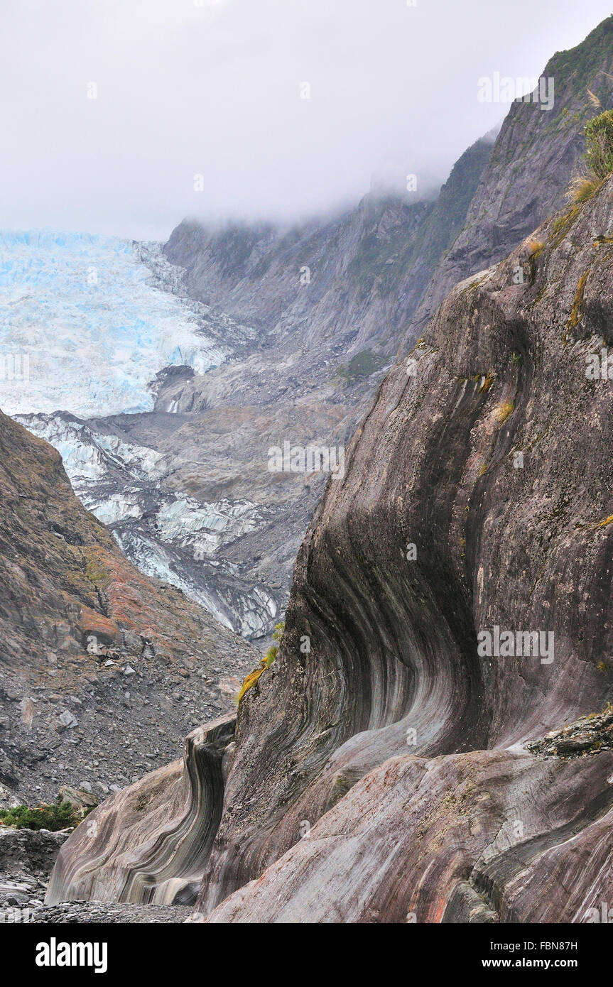 Carved patterns in the Vertical schist rock walls in the Franz Josef Glacier as it receeds  due to melting ice Stock Photo
