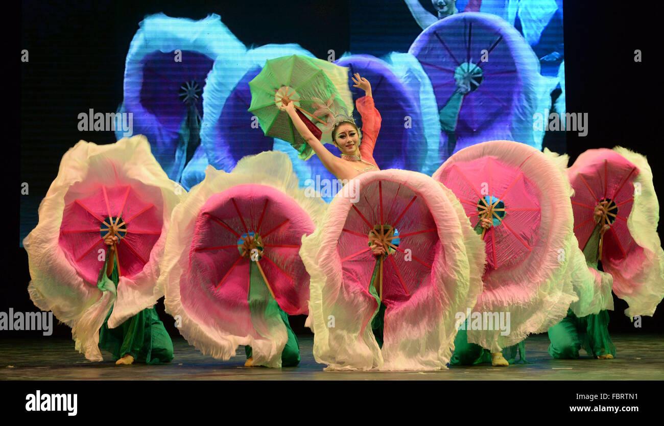 Dhaka, Bangladesh. 18th Jan, 2016. Chinese dancers perform at the National Theater in Dhaka, Bangladesh, Jan. 18, - Stock Image