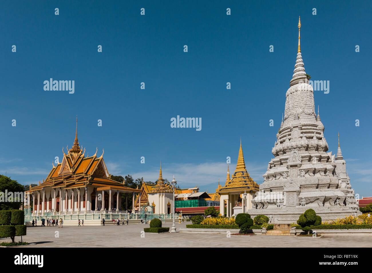 Silver Pagoda and Stupa of King Ang Duong, Royal Palace, Phnom Penh, Cambodia - Stock Image