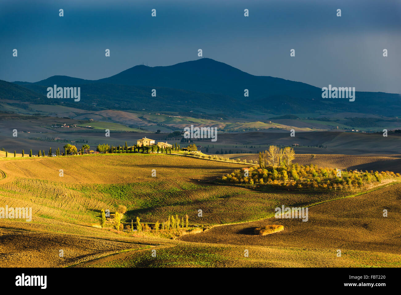 Beautiful spring landscape with a farmhouse among fields in Tuscany, Italy - Stock Image
