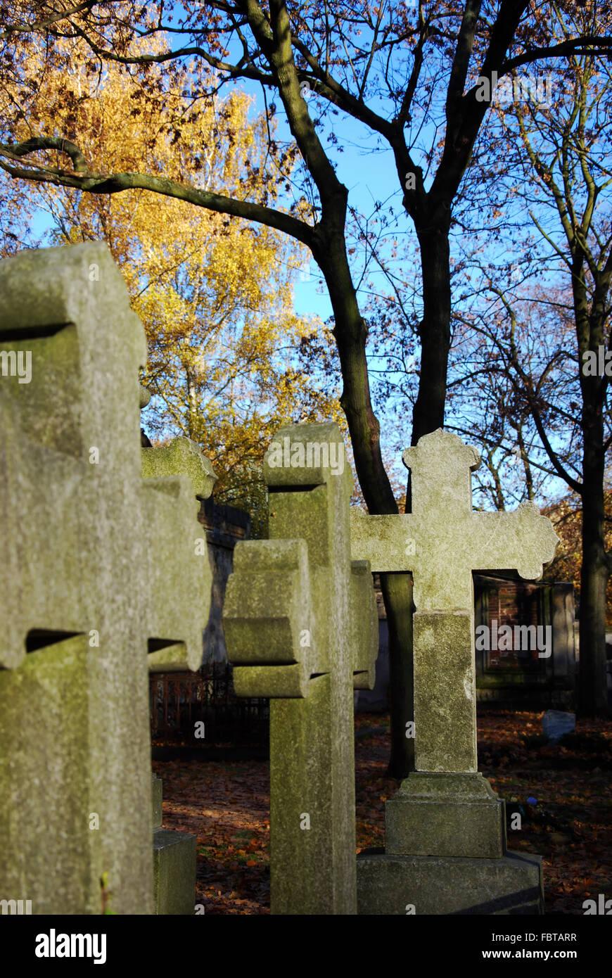 tombstone cross cemetery - Stock Image