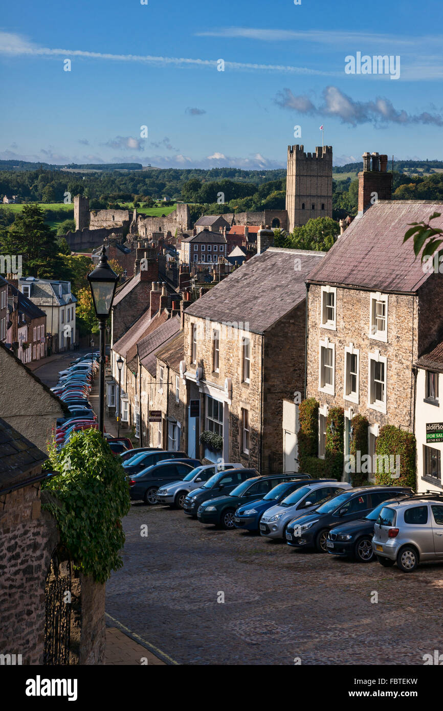 Looking down cobbled street to Richmond Castle, North Yorkshire, England - Stock Image