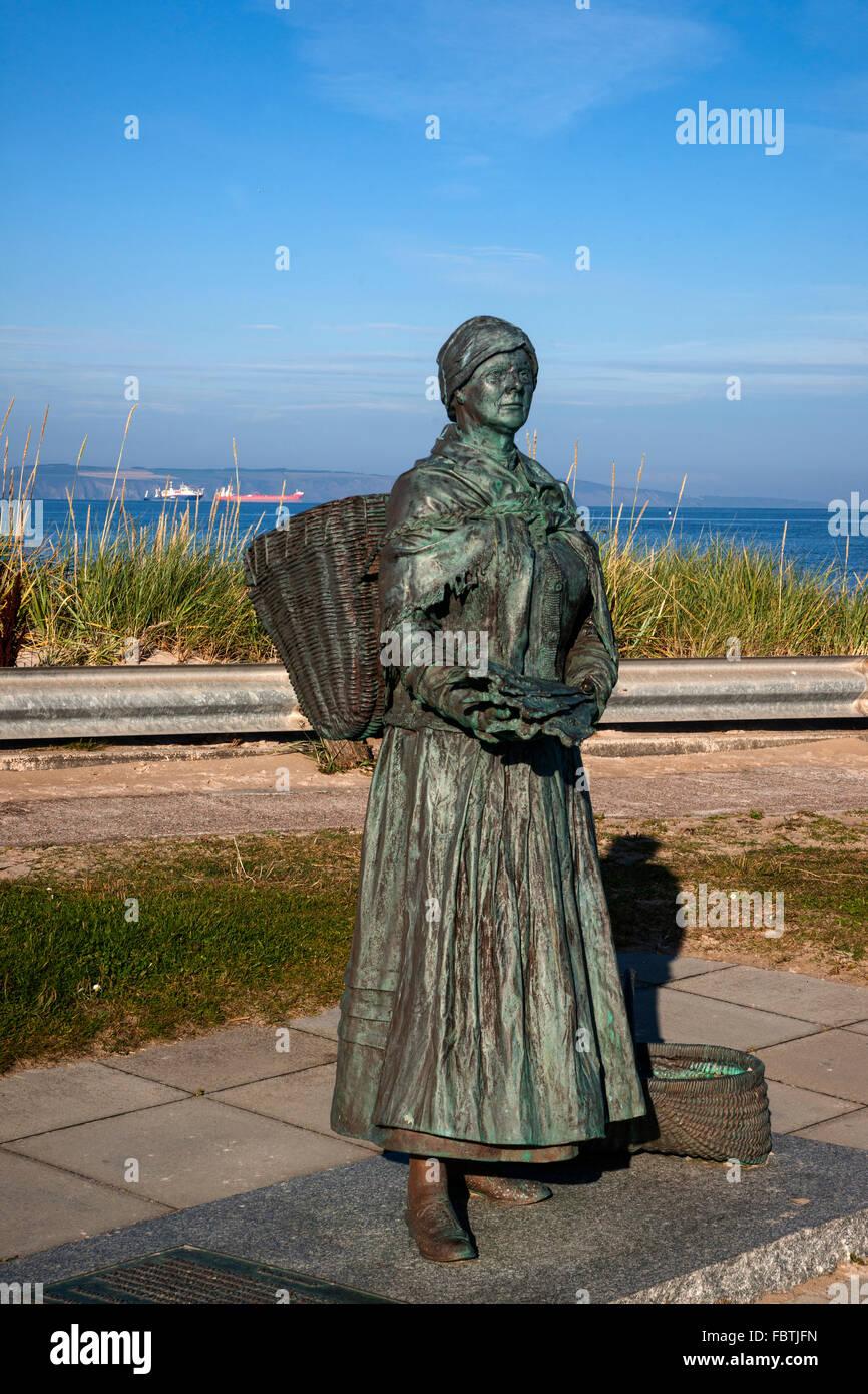 Nairn Harbour, fisherwoman statue,  Highland Region, Scotland, UK - Stock Image