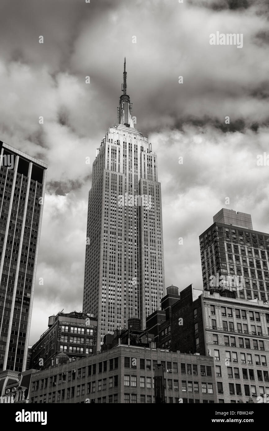 Art Deco Architectural Style Empire State Building Skyscraper In Black White With Clouds Midtown Manhattan New York City Stock Photo Alamy