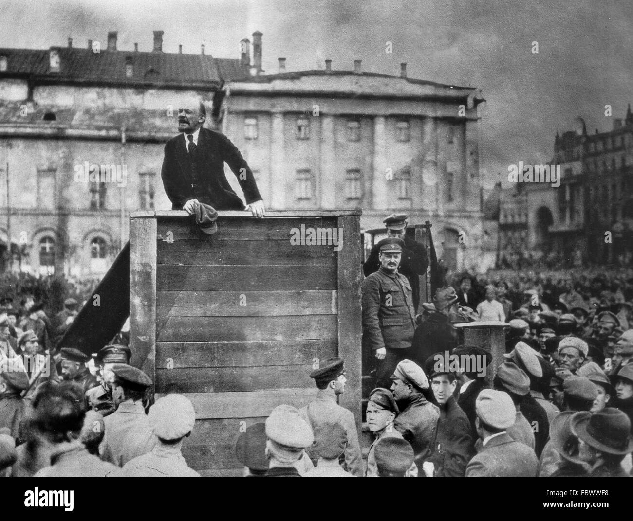 Lenin speech. Vladimir Lenin addressing a crowd of soldiers about to go to war in Poland in the Polish-Soviet War - Stock Image