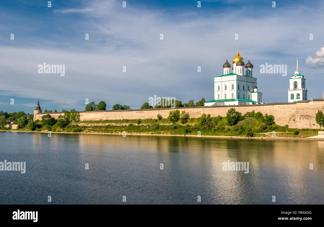 Pskov Kremlin (Krom) and the Trinity orthodox cathedral, Russia - Stock Image