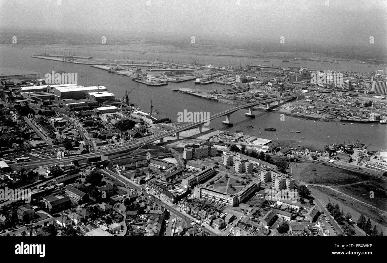 AJAXNETPHOTO. JUNE 1979. SOUTHAMPTON, ENGLAND. - ITCHEN RIVER BRIDGE VIEW - LOOKING ACROSS THE ITCHEN RVER TOWARD - Stock Image