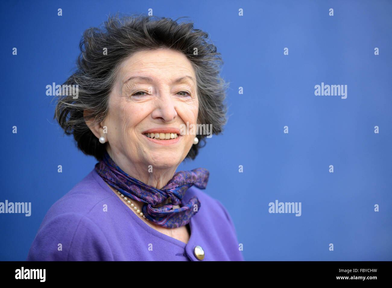 Holocaust survivor Dorit Oliver Wolff at St Paul's Catholic College, Burgess Hill - Stock Image