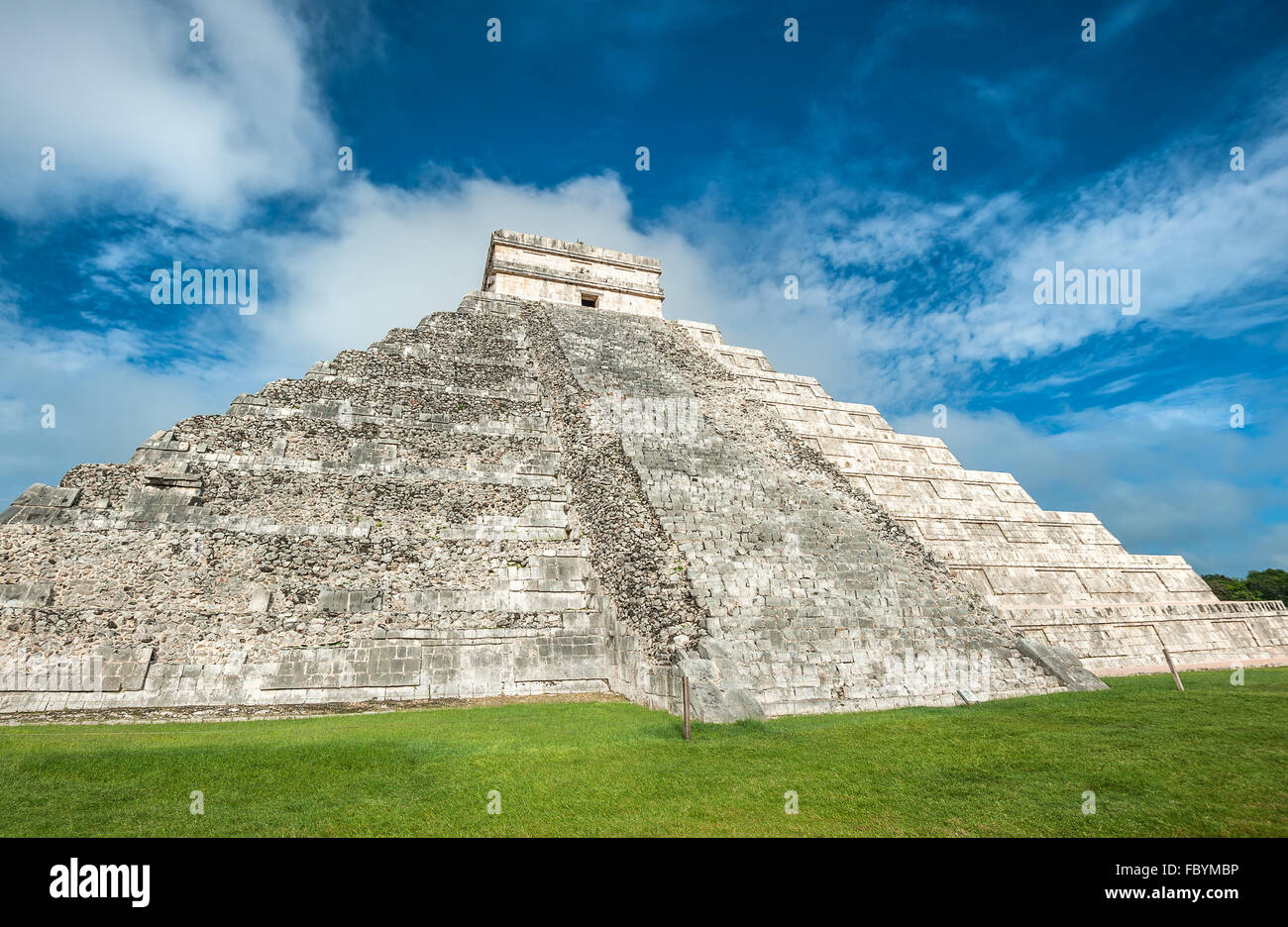 El Castillo or Temple of Kukulkan pyramid, Chichen Itza, Yucatan, Mexico - Stock Image