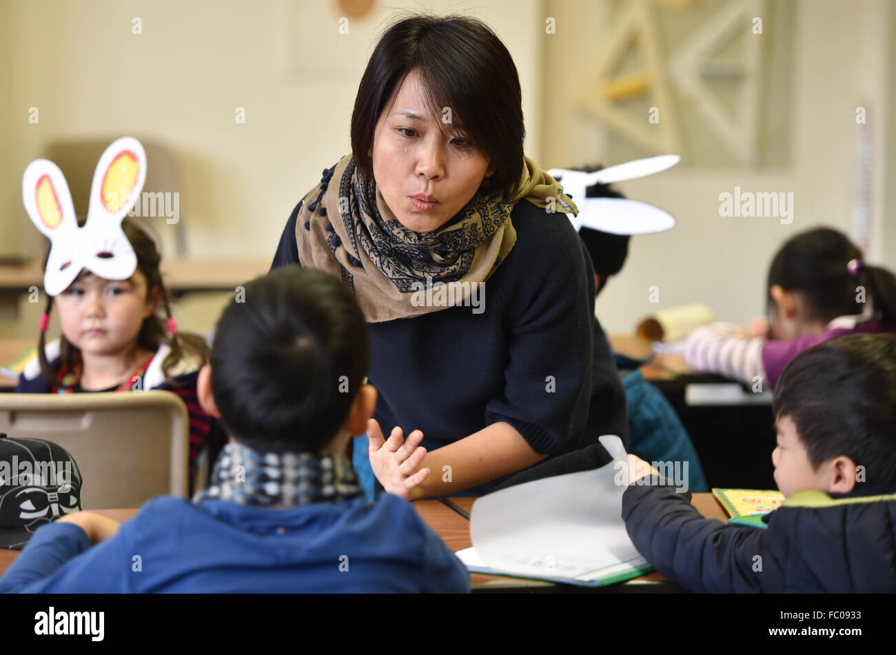 Oberursel, Germany. 22nd Nov, 2015. Teacher Tie Bai teaching pupils of the entry-level course, 'The Panda Bears', - Stock Image