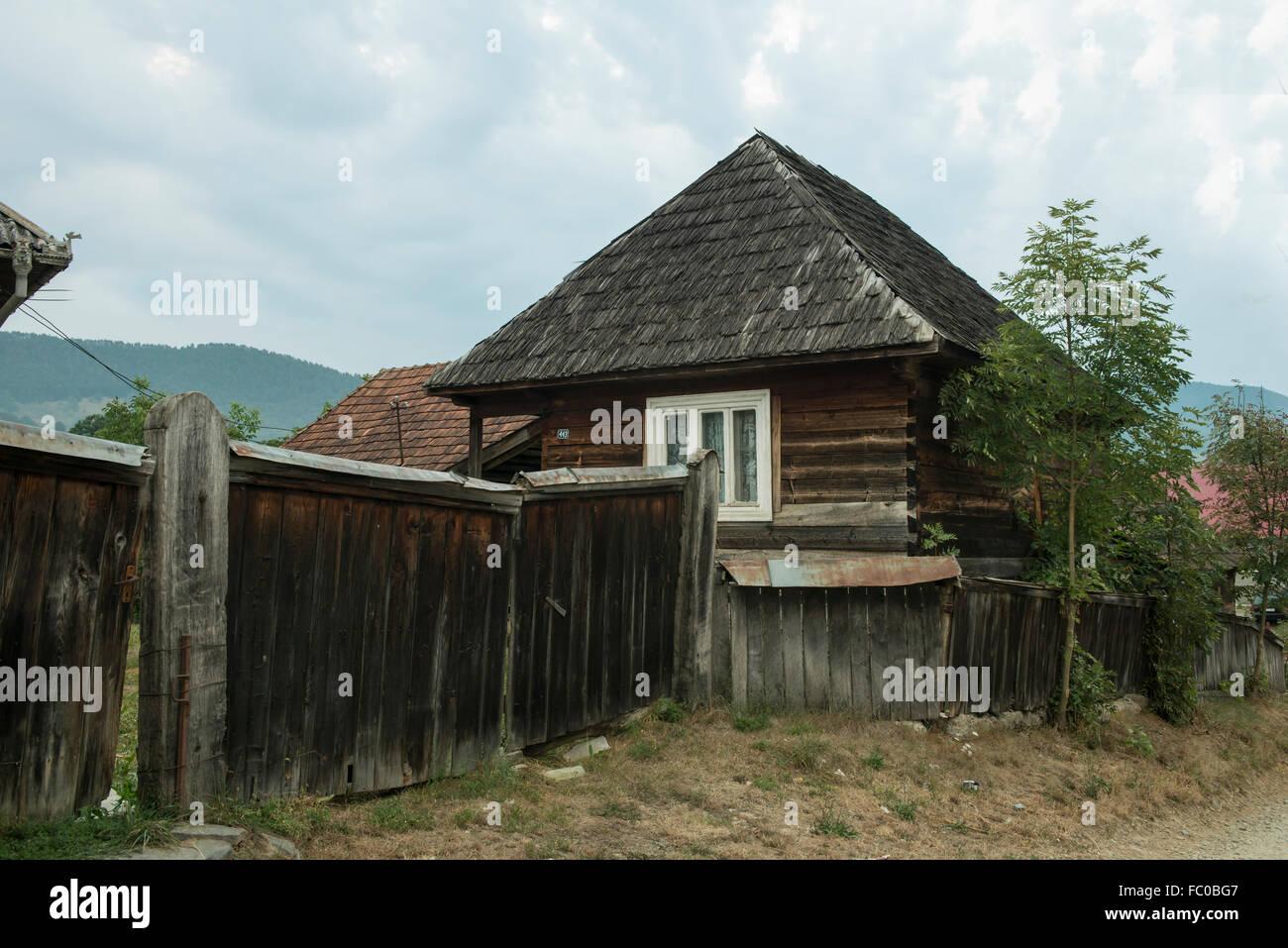 Europe romania maramures traditional house stock photos for Case in legno romania