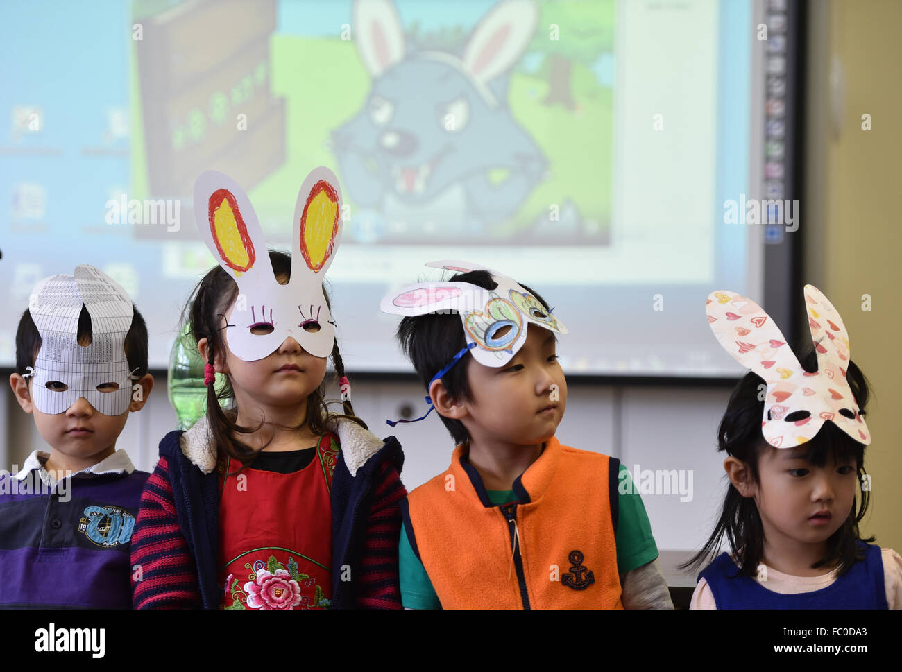 Oberursel, Germany. 22nd Nov, 2015. Pupils of the entry-level course, 'The Panda Bears', singing a Chinese - Stock Image