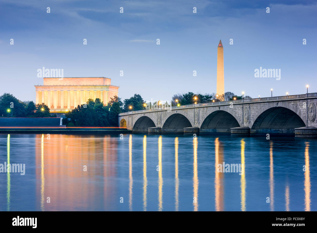 Washington DC, USA skyline on the Potomac River with Lincoln Memorial, Washington Monument, and Arlington Memorial - Stock Image