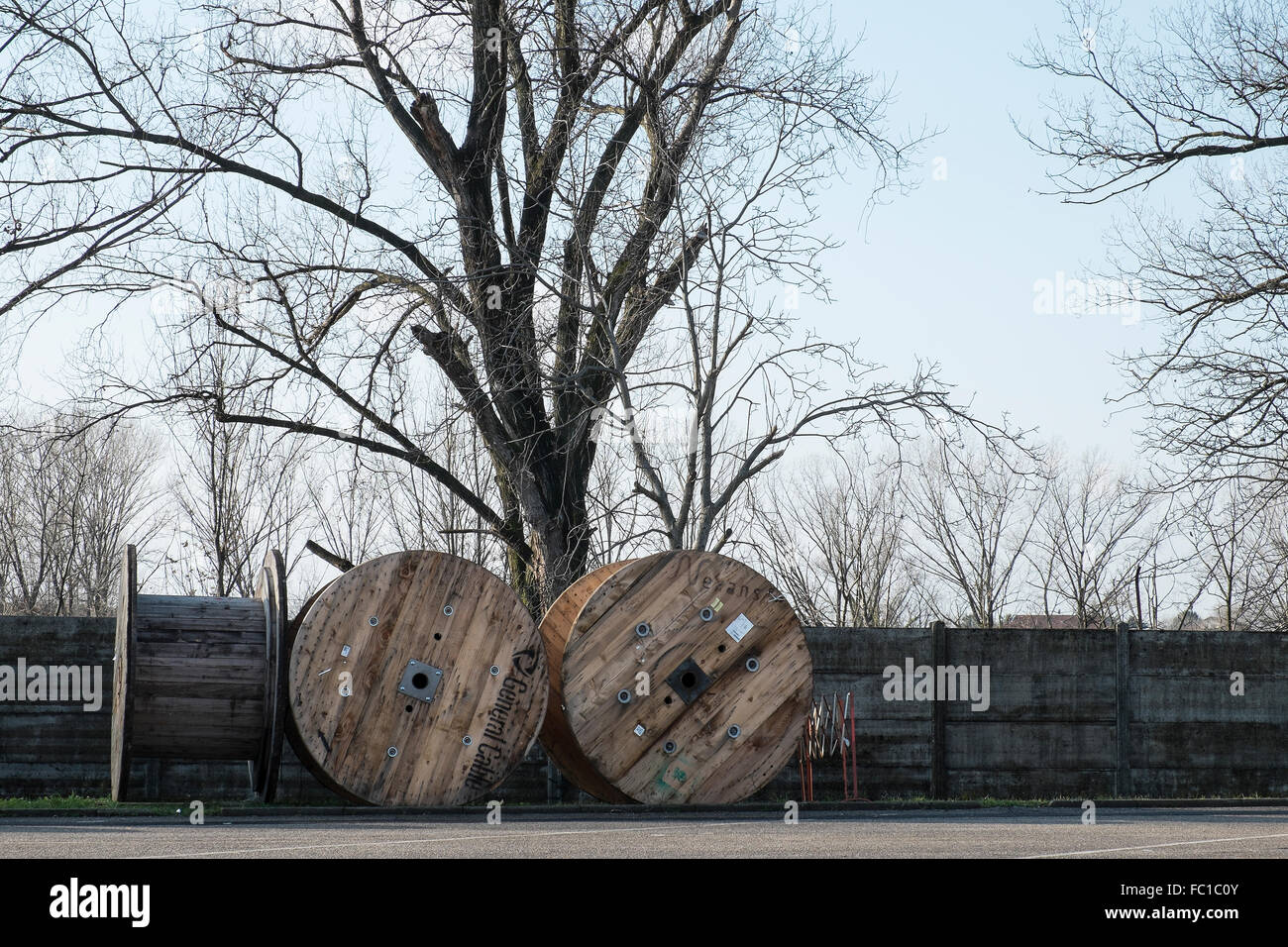 large wood spools for electric wire Stock Photo: 93459099 - Alamy