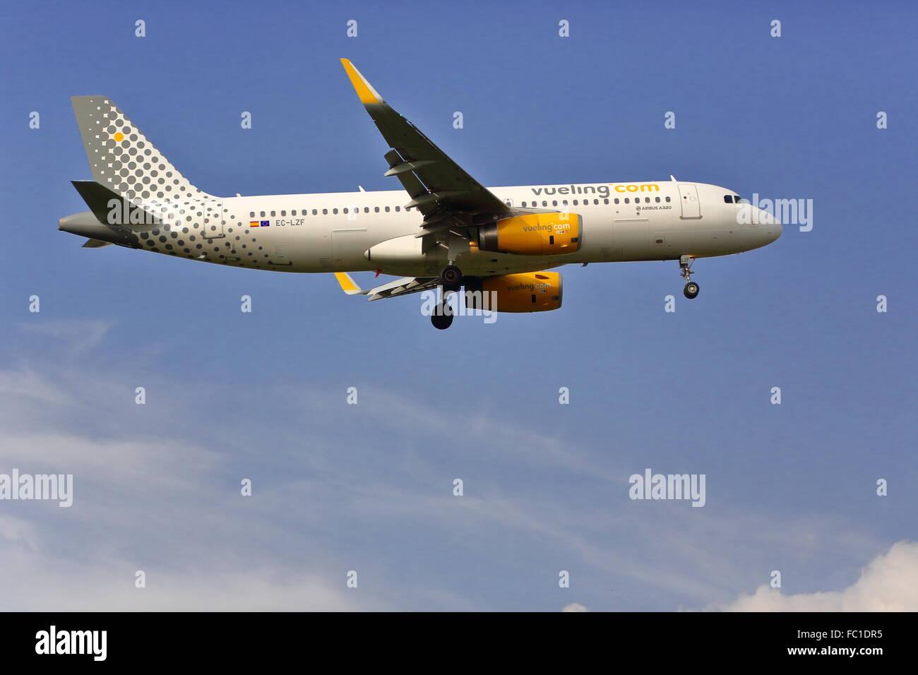 Vueling Airbus A320-232(WL) EC-LZF landing at Heathrow Airport, London, UK - Stock Image