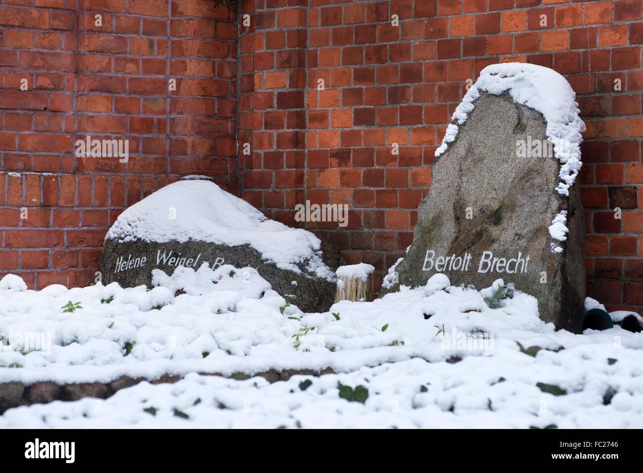 Dorotheenstadt cemetery graves of Bertolt Brecht and Helene Weigel Berlin, Germany - Stock Image