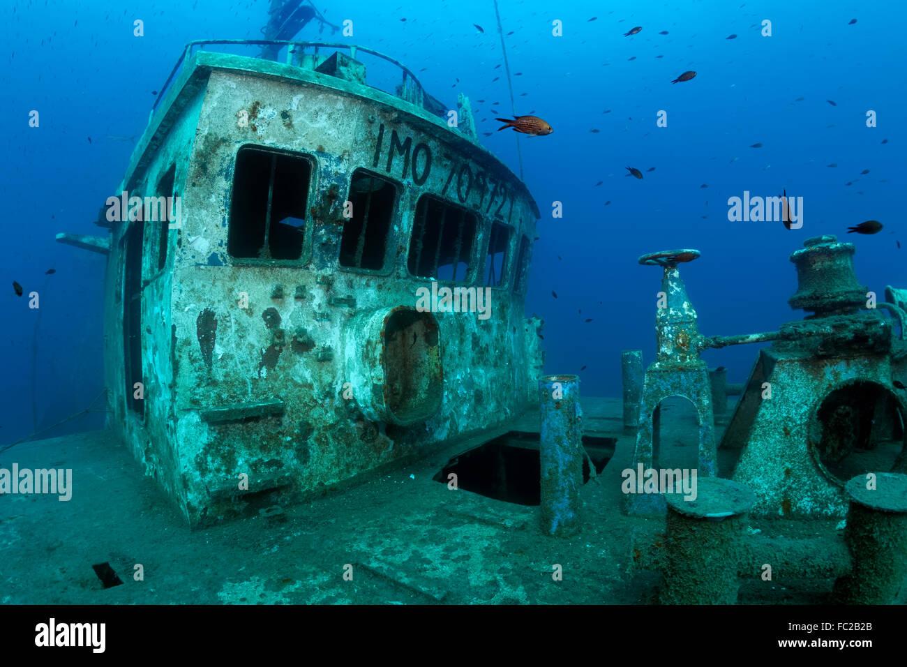 Bridge, Shipwreck, fishing boat Constandis, sunk for divers, underwater reserve Dasoudi, Limassol, Mediterranean, - Stock Image
