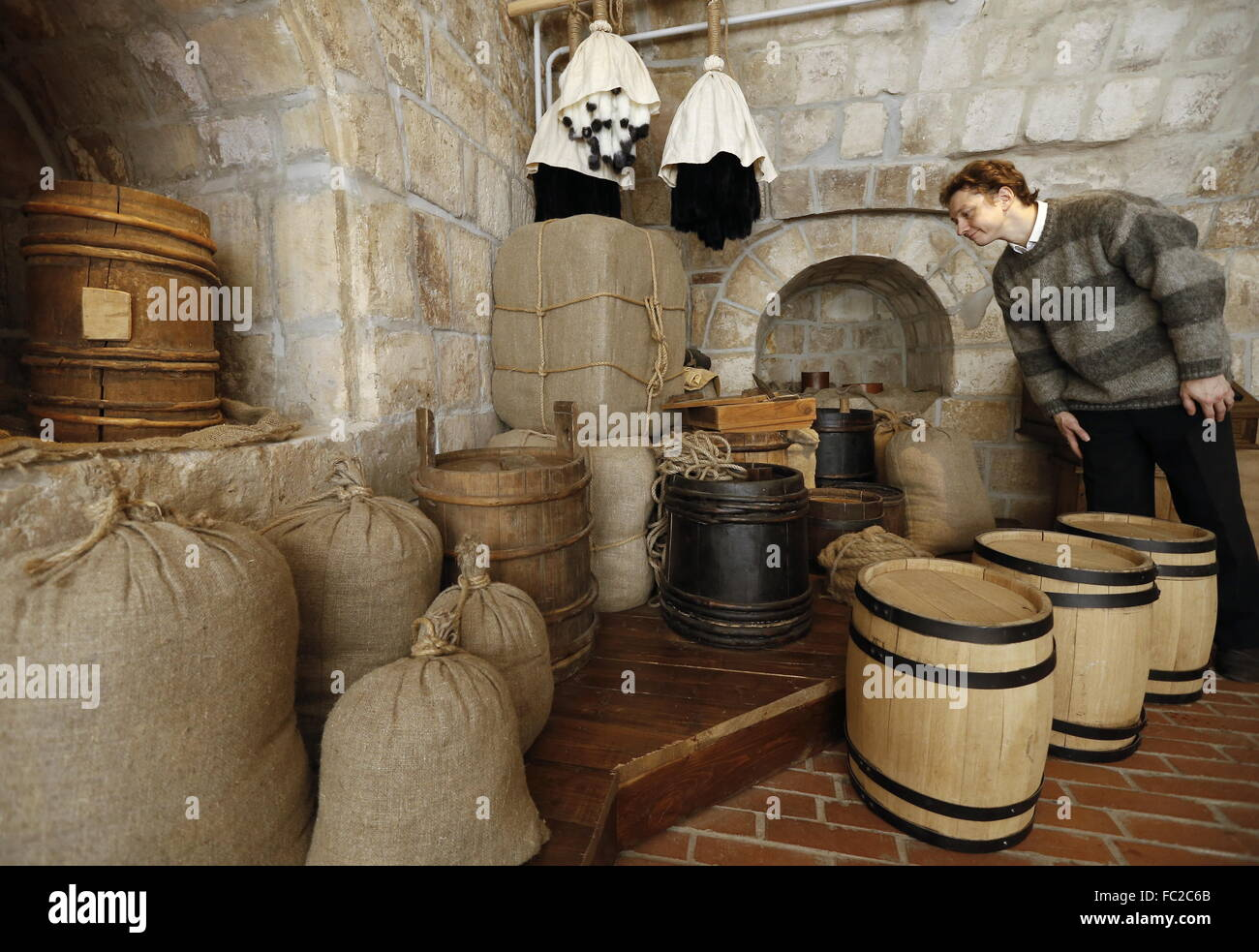 Moscow, Russia. 20th Jan, 2016. A visitor looks at a display of sacks, barrels and bundles of furs in the Old English - Stock Image