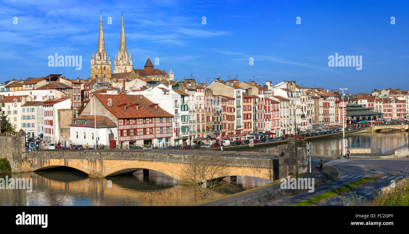 Bayonne city panoramic view with the Nive river in the foreground (Bayonne, Pyrénées Atlantiques, Aquitaine, - Stock Image