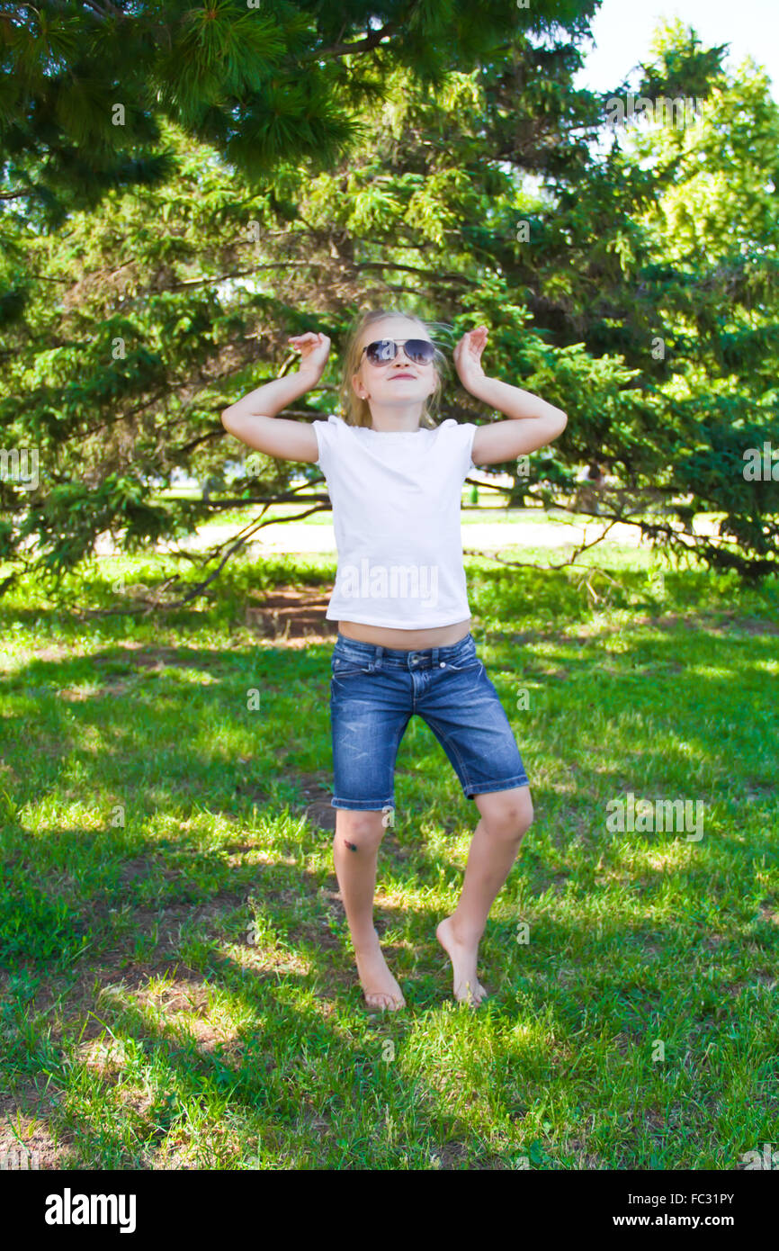 Dancing girl in sunglass with sore knee - Stock Image