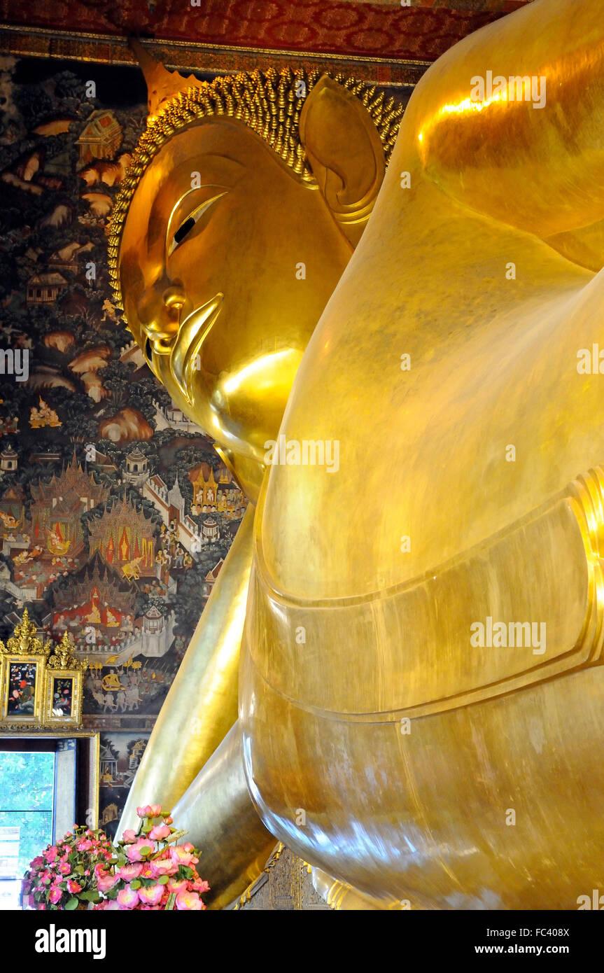 Reclining Golden Buddha in Wat Pho temple (Wat Phra Chetuphon), Bangkok, Thailand, Southeast Asia, Asia - Stock Image