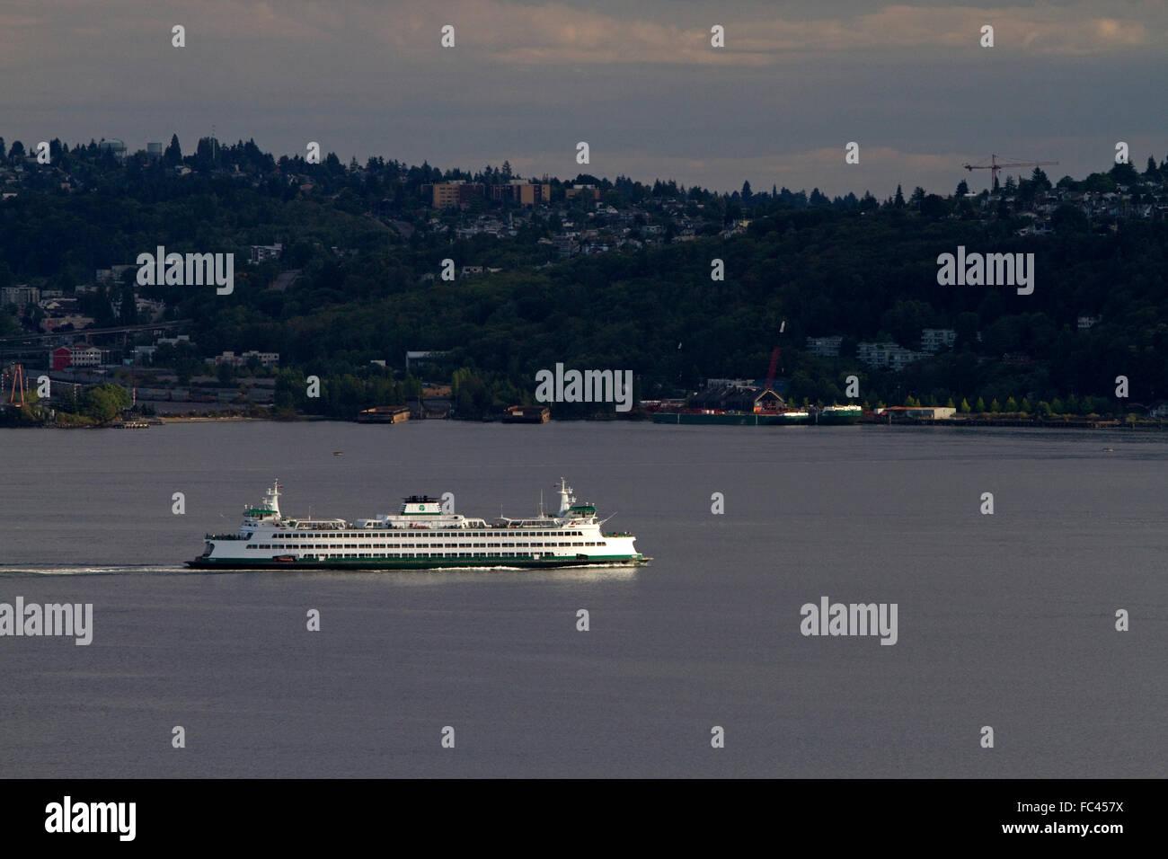 Washington State Ferry in Elliott Bay, Seattle, Washigton, USA. - Stock Image