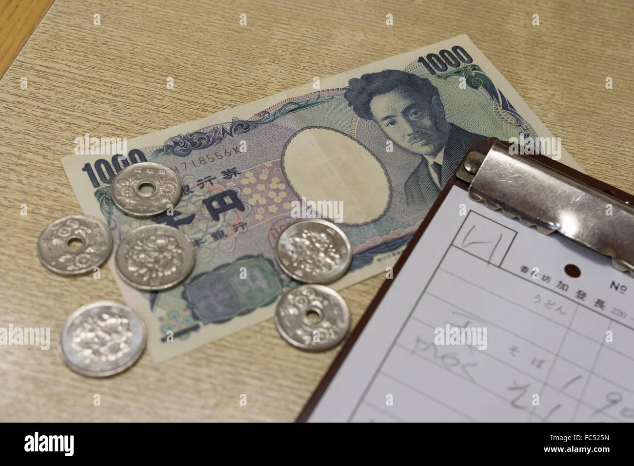 bill and payment in Japanese yen - Stock Image
