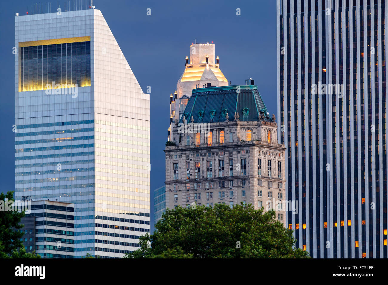 manhattan architectural contrasts urban view of new york diverse