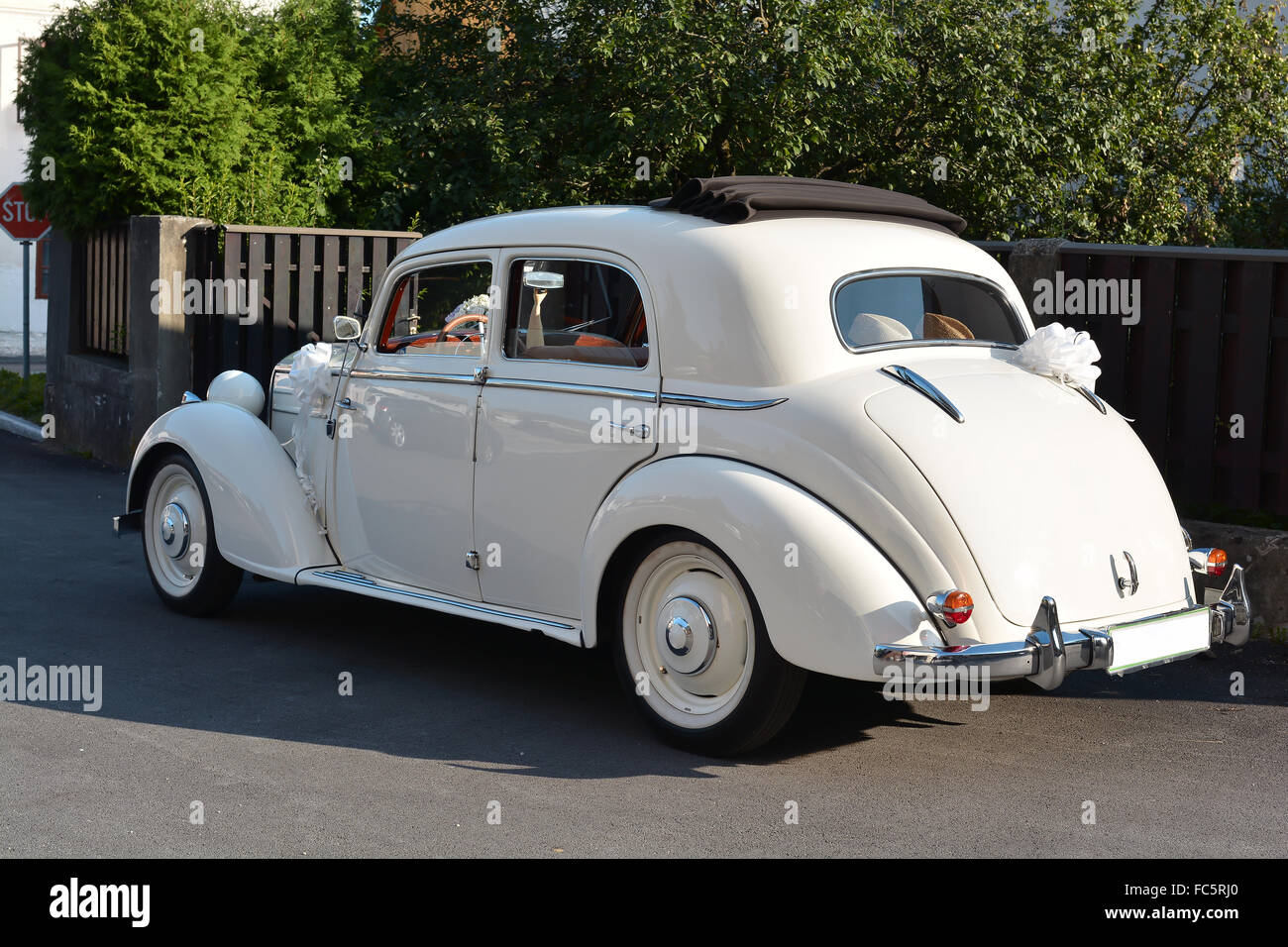 Wedding Car Rental Stock Photos & Wedding Car Rental Stock Images ...