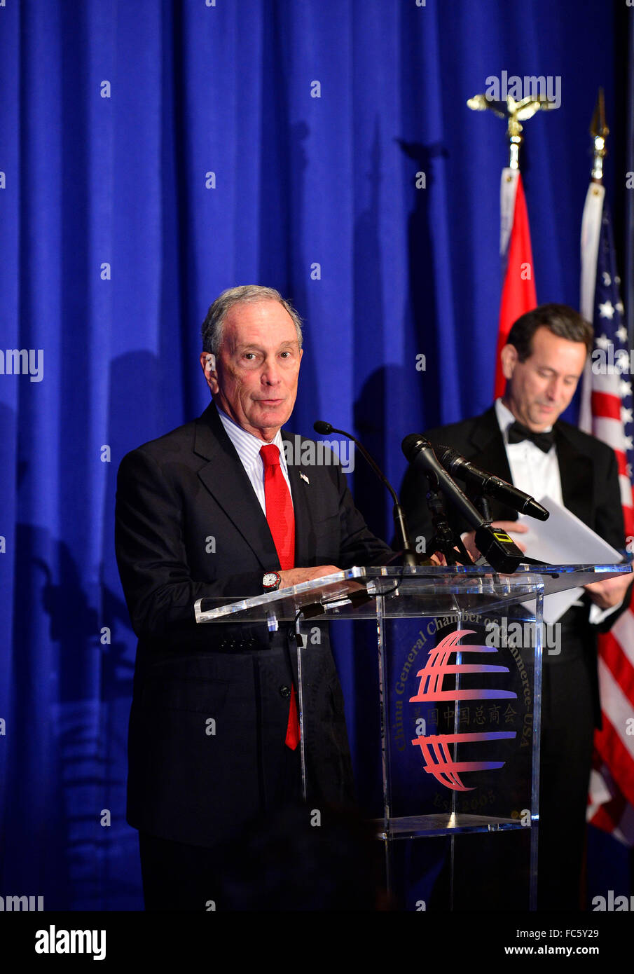 New York, USA. 19th Jan, 2016. Michael Bloomberg (L), founder of Bloomberg L.P. and former New York City mayor, - Stock Image