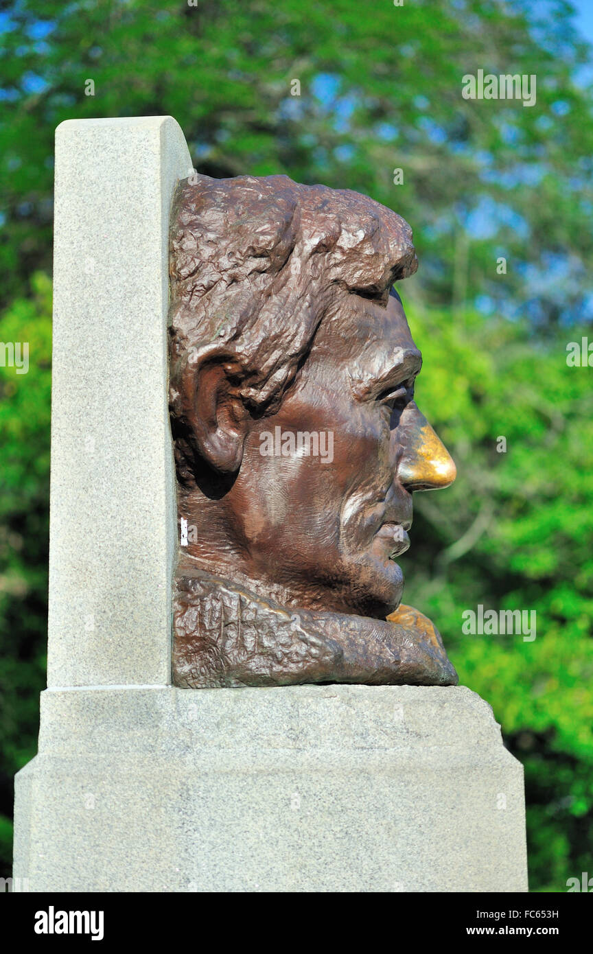 A large bust statue at the final resting place of Abraham Lincoln at Lincoln's Tomb. Tourists have rubbed nose - Stock Image