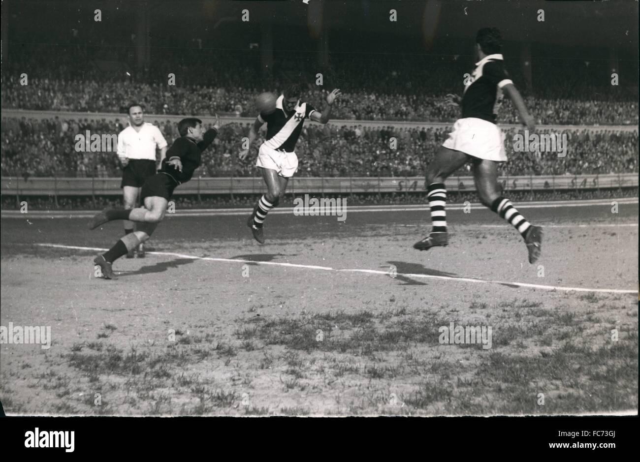 1955 - Famous Brasilian Football Team ''Vasco De Gama in Turkey: Vasco De Gama vs. Besiktas (Istanbul league leader) Stock Photo