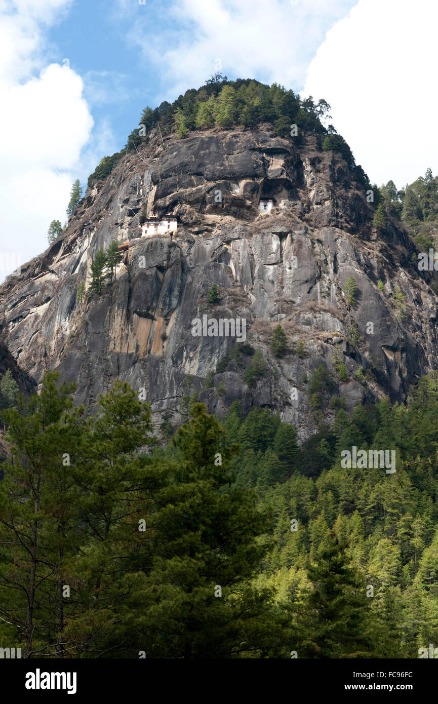 Taktsang Palphug Monastery, a sacred Buddhist site built in 1692 and clinging to rock at 3120 metres, Bhutan - Stock Image