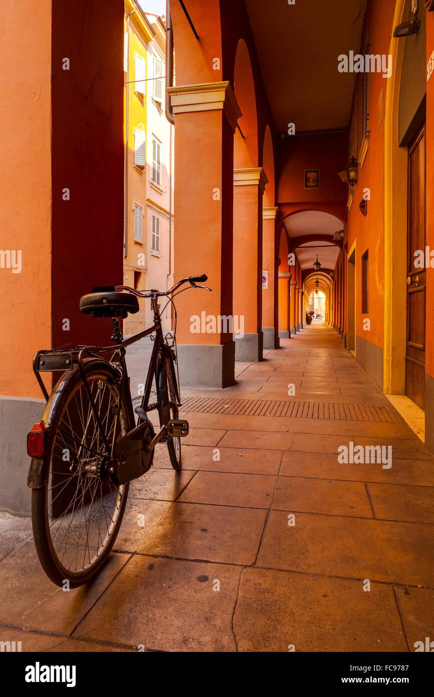 The arcaded streets of Modena, Emilia-Romagna, Italy, Europe - Stock Image