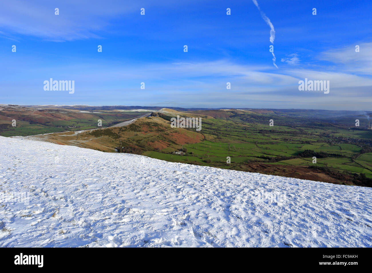 The Great Ridge and Vale of Castleton from snow covered Mam Tor near Castleton, Derbyshire, Peak District National Stock Photo