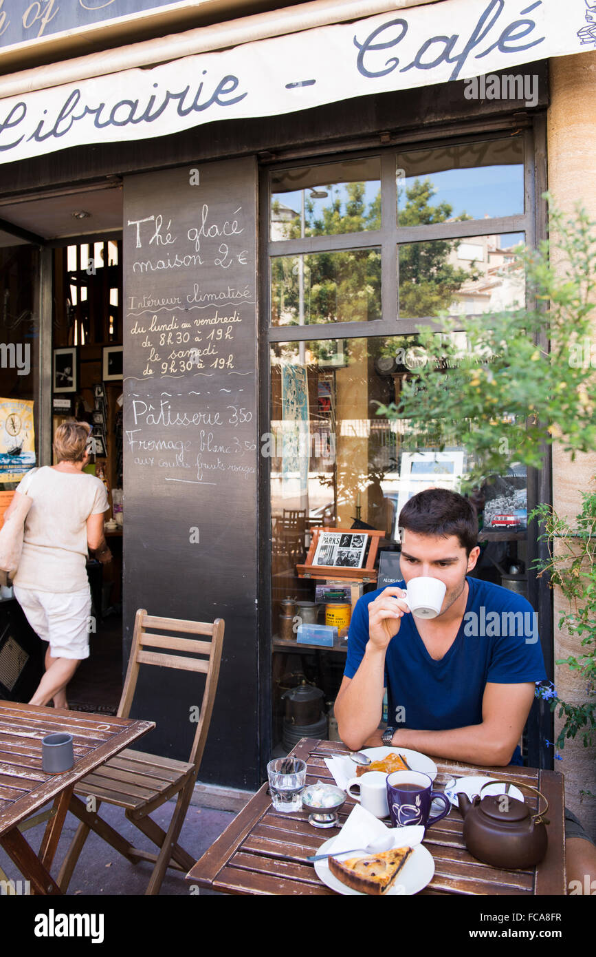 A man having breakfast at a French cafe called Cup of Tea, a cafe and bookstore located in the Panier neighborhood - Stock Image
