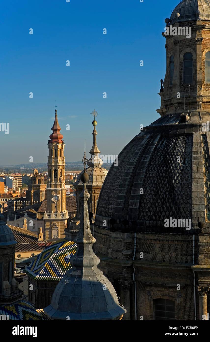 """Zaragoza, Aragón, Spain: Basilica of Nuestra Señora del Pilar with the bell tower of """"La Seo"""" Stock Photo"""