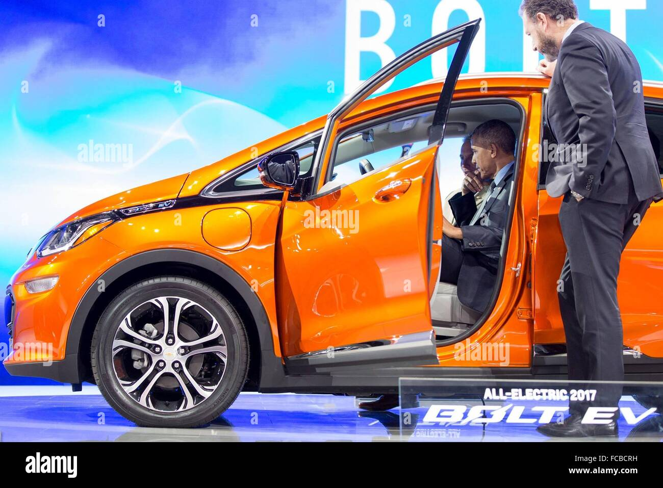 Detroit, Michigan, USA. 20th January, 2016. U.S President Barack Obama talks with Patrick Foley, Bolt EV Specialist, - Stock Image