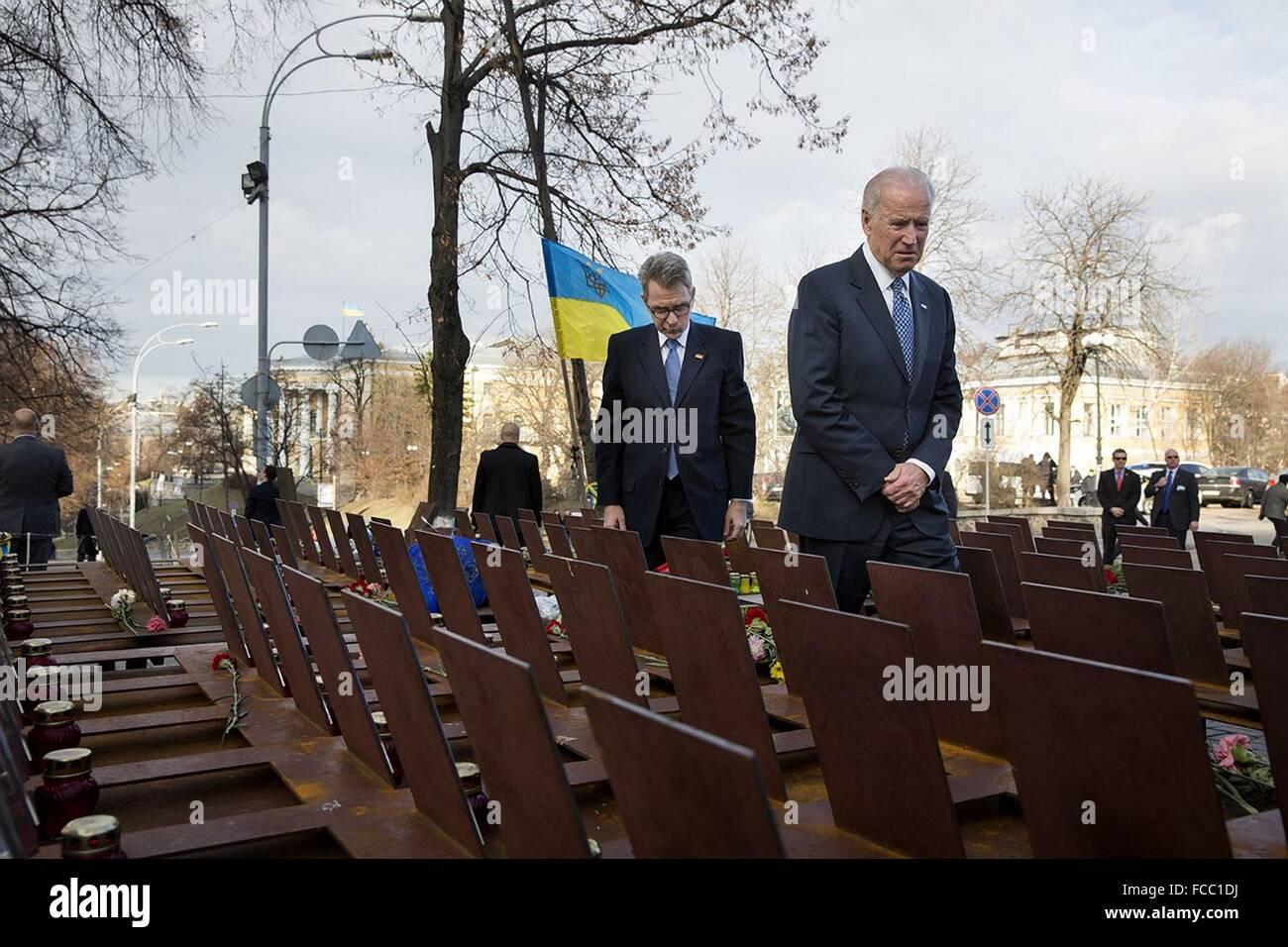 U.S Vice President Joe Biden and U.S. Ambassador Geoffrey Pyatt tour the Heavenly Hundred Memorial, an unofficial - Stock Image