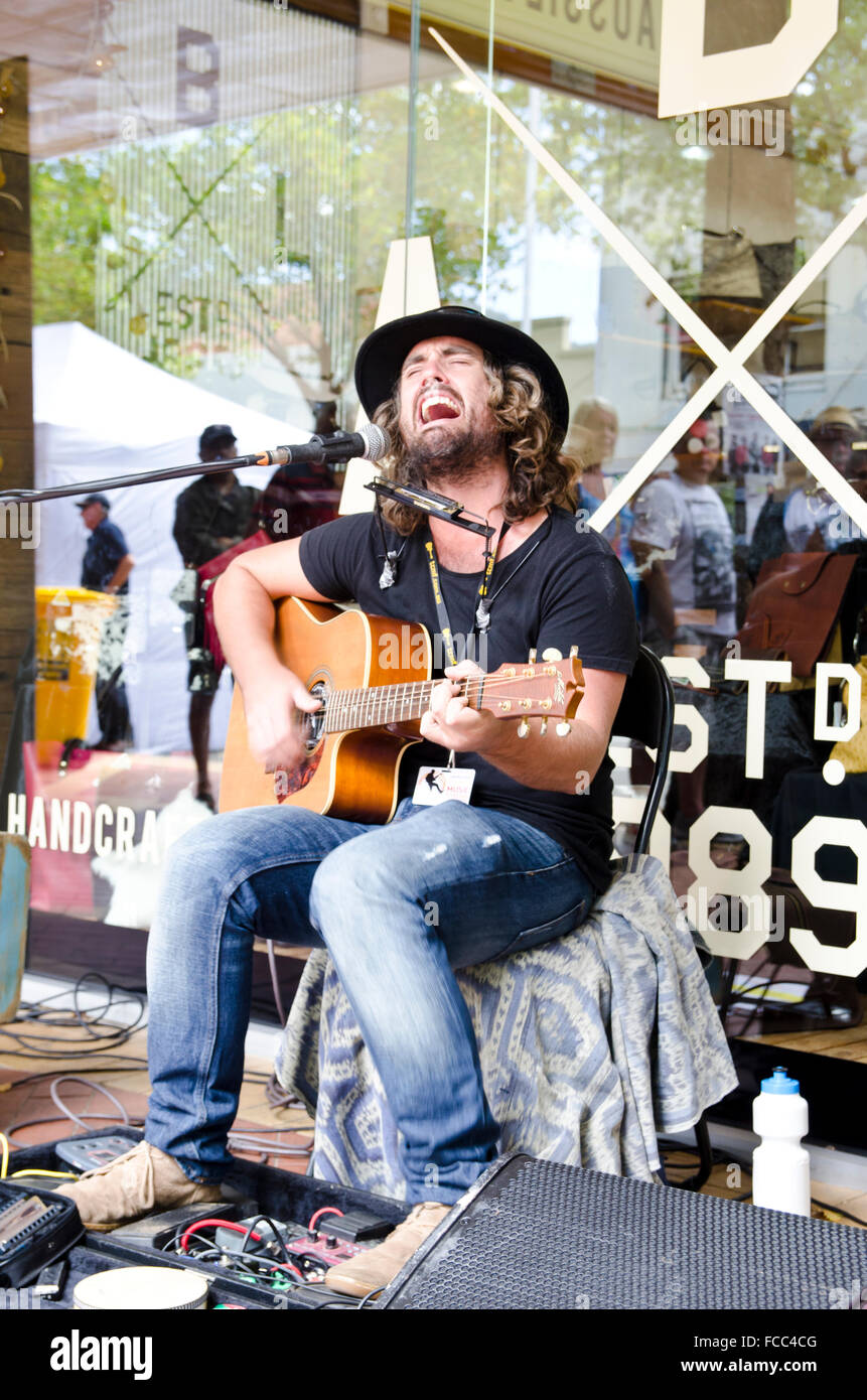 Busker singing and playing guitar at Tamworth Country Music Festival 2016 - Stock Image