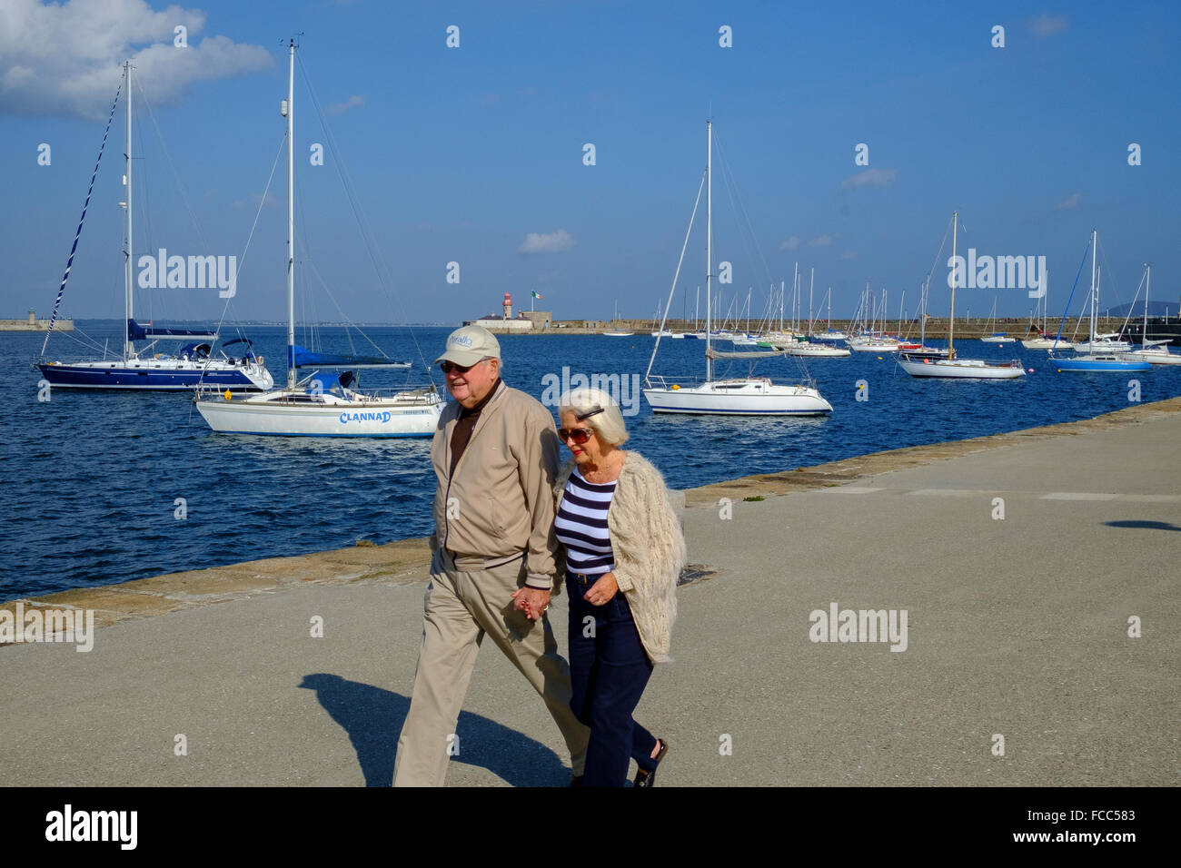 old elderly senior couple walking healthy living - Stock Image