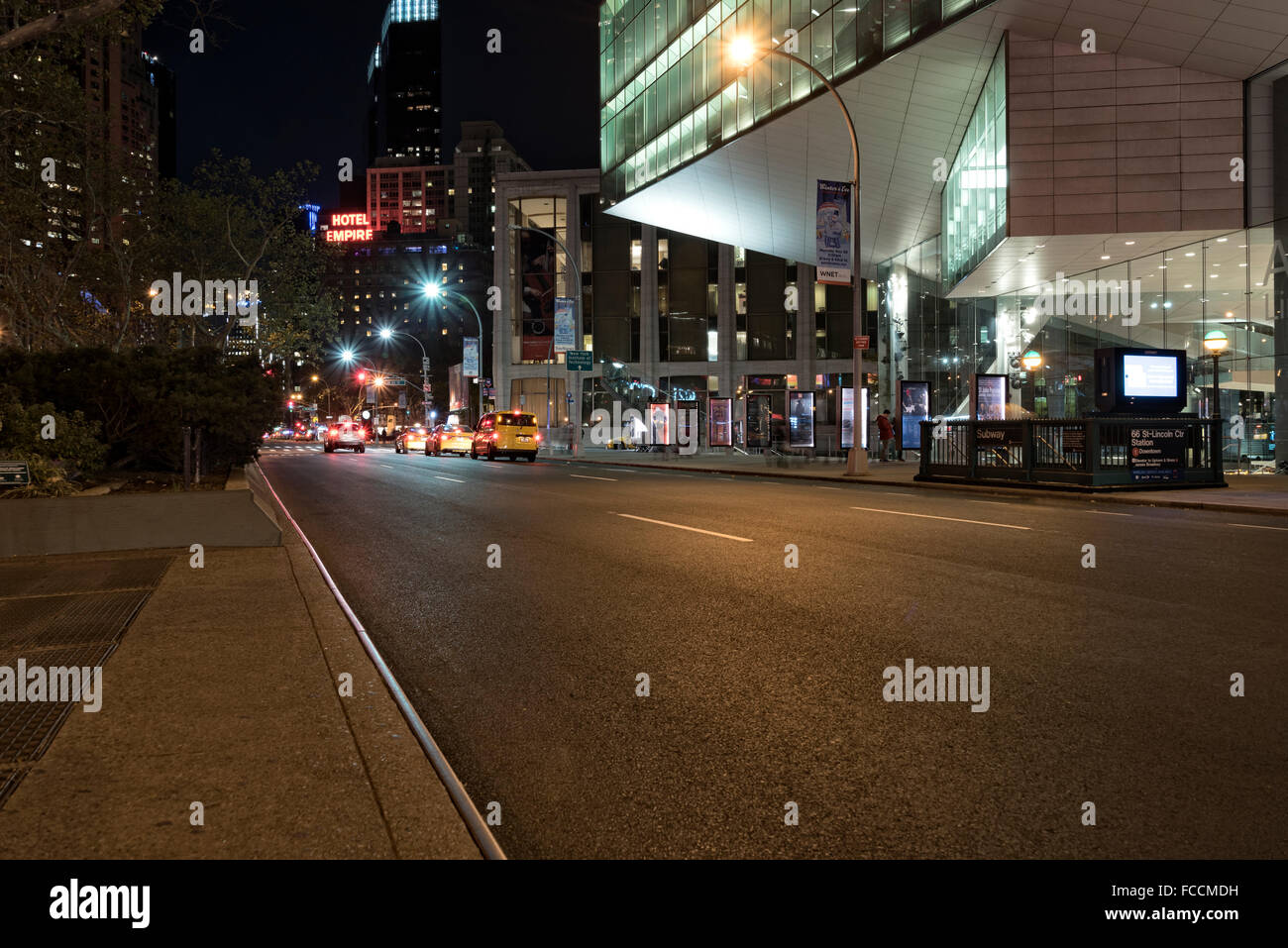 Looking Down Broadway from West 66th Street, Manhattan, New York City.  Lincoln Center and Vivian Beaumont Theatre - Stock Image